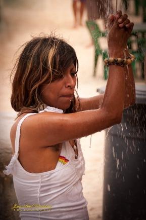 jeune mexicaine sous la douche-165 copy